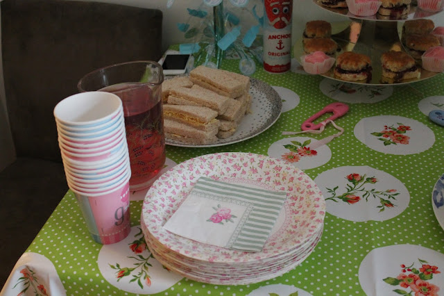 vintage floral paper plates for pretty gender neutral baby shower