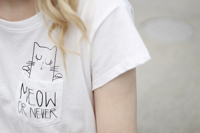 meow or never minimal print crop top