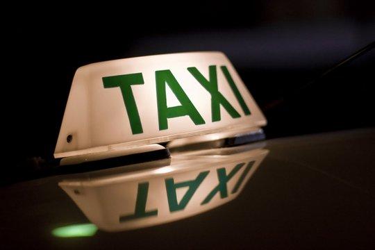 Taxista asfixia namorada até a morte com o fio do carregador de celular.