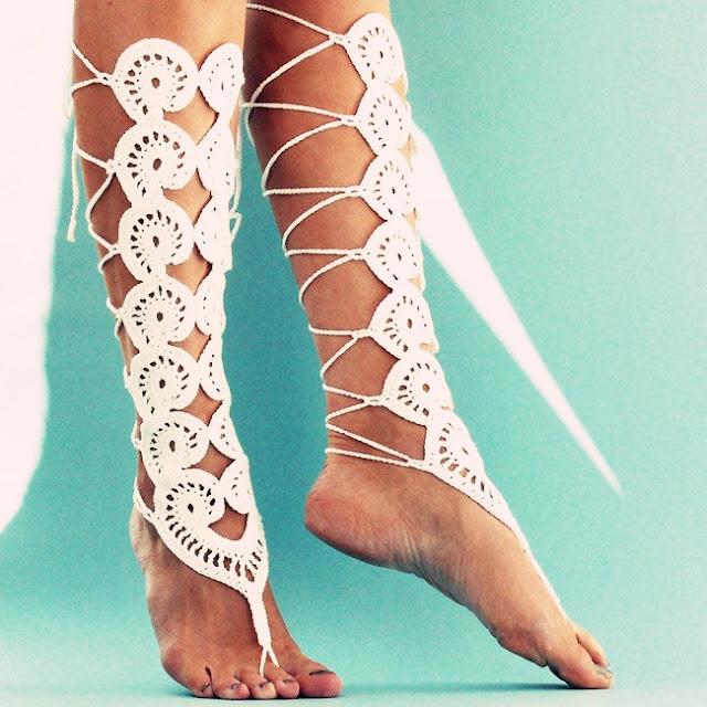 Dicas-para-criar-sandalia-descalca-Inspiracao-para-casamentos-em-praias-gladiadora