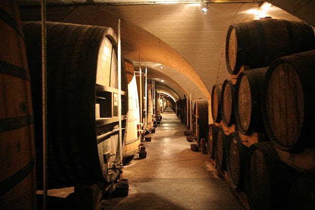 Barriles para la elaboración del licor de Chartreuse elaborados por monjes y cuya receta es secreta