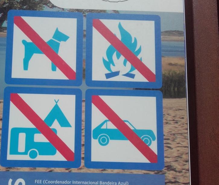 Sinal de Proibição na zona da praia fluvial