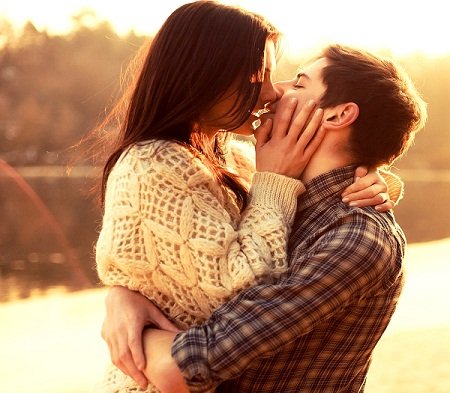 Romantic Couple Kiss Image for Whatsapp & Facebook