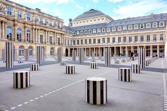 Paris : Les Deux Plateaux au Palais Royal, grandeur et misère des colonnes de Buren - Ier