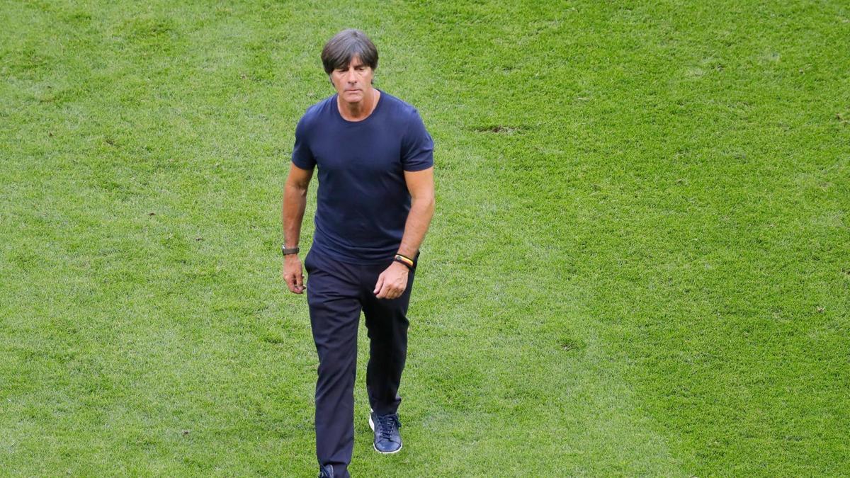 da59aa47fc Joachim Löw continuará no comando da seleção alemã - lembrando que ele tem  contrato com a DFB (Federação Alemã) até 2022 e decidiu seguir à frente da  equipe ...