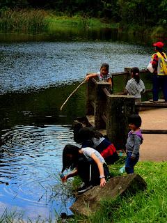 Crianças no Lago das Carpas - Parque da Cantareira, São Paulo