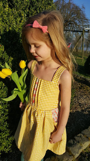 Lieveke en zus Eryn's dresses Garden Party Dress Blogtour Patroontesters