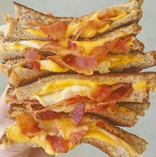 Sandwich Tocino y Cheddar