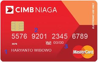 Gambar tampilan depan kartu debit cimb niaga berisi nama pada kartu, nomor kartu dan masa berlaku kartu