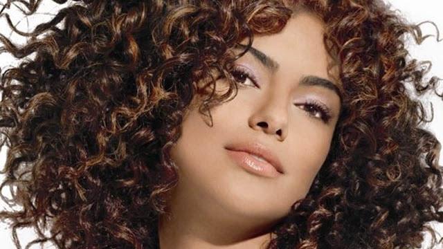 ¿Quieres que tu cabello natural crezca? 5 formas aprobadas para maximizar el crecimiento.
