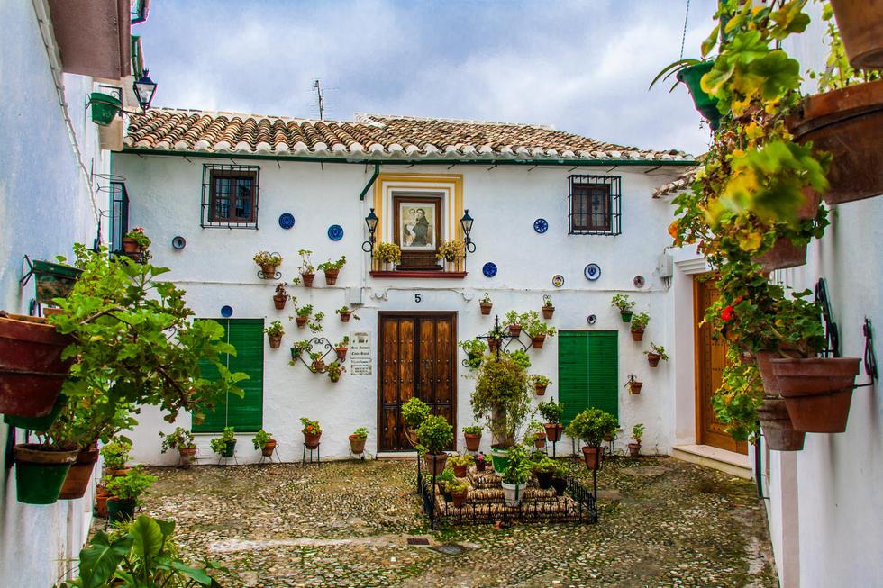 Buena Onda en Louise Michel La fachada de una casa andaluza