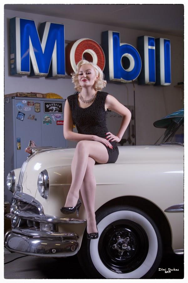 Pinup malli Ida Lime ja Pontiac 1951 in Dashers car club, valokuvaaja Dimi Doukas