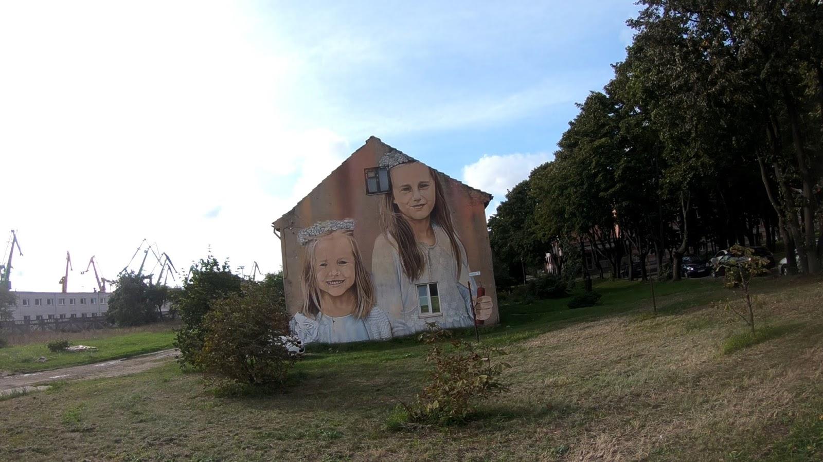 Рисунок на фасаде дома улица Gulbių 2. 3 фото