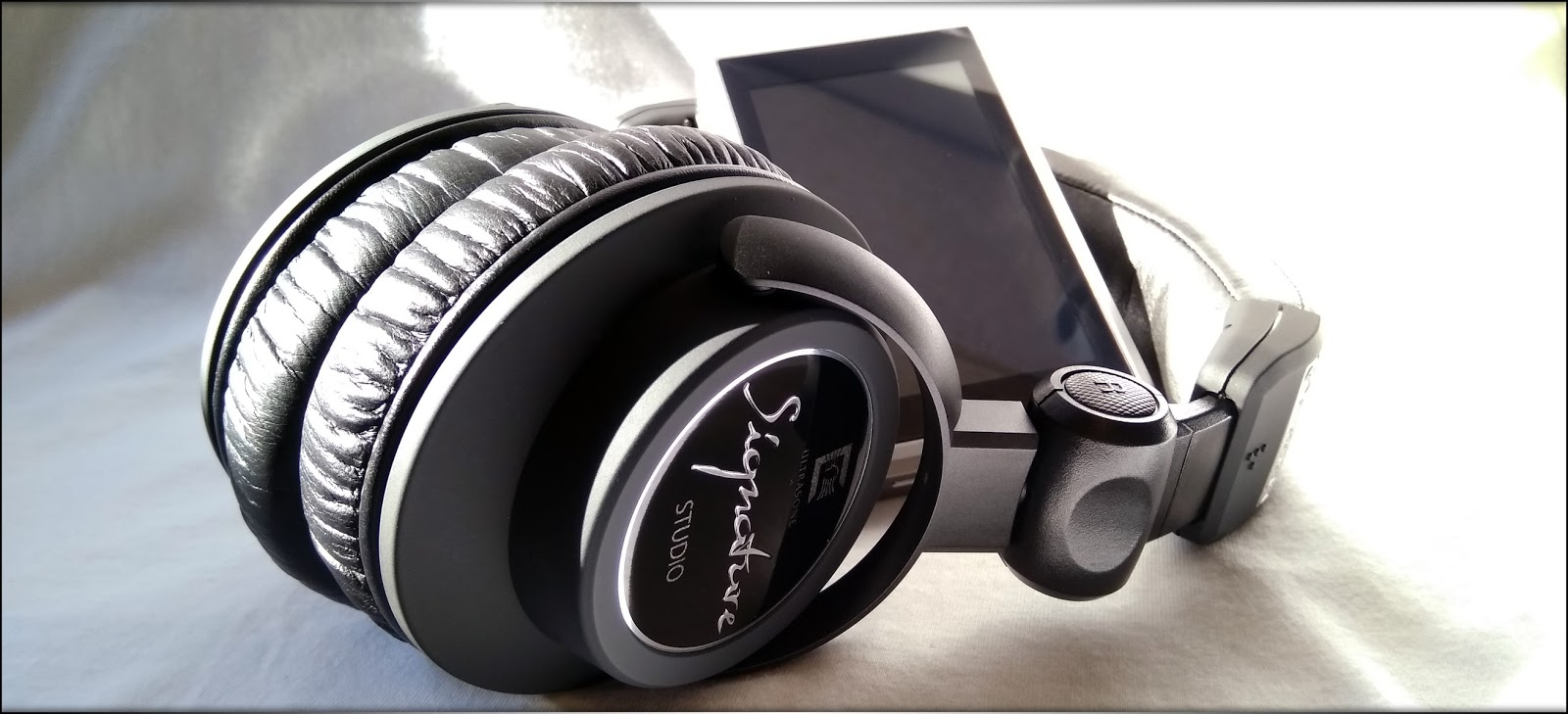 787bda8b3e The treble of Signature Studio is energetic, alive, passionate and full of  life, the headphone that has the closest treble in my experience being  probably ...