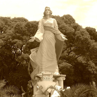 Reserva Ecológica Costanera Sur: Monumento a Virgen Stella Marins