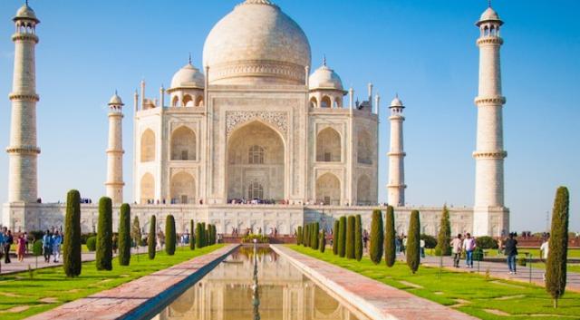 Harga tiket Taj Mahal naik lima kali lipat untuk orang India