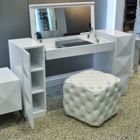 Arredamento e dintorni spazio per trucchi tavolino trousse - Mobile per trucco ...