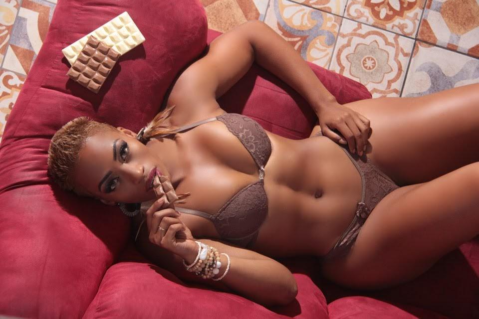Janaína Simões posa de coelhinha sexy para ensaio. Foto: Jorge Beirigo