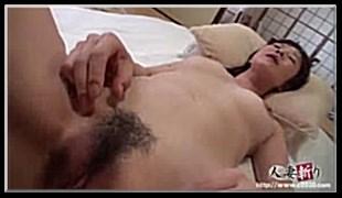 아들의 성적욕구를 위해 희생하는 엄마