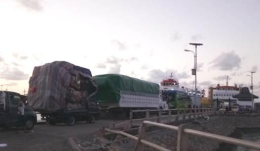 Kondisi Terakhir Pelabuhan Bira, Belum Ada Kepastian,  KMP Bontoharu ,Mulai Muat Penumpang