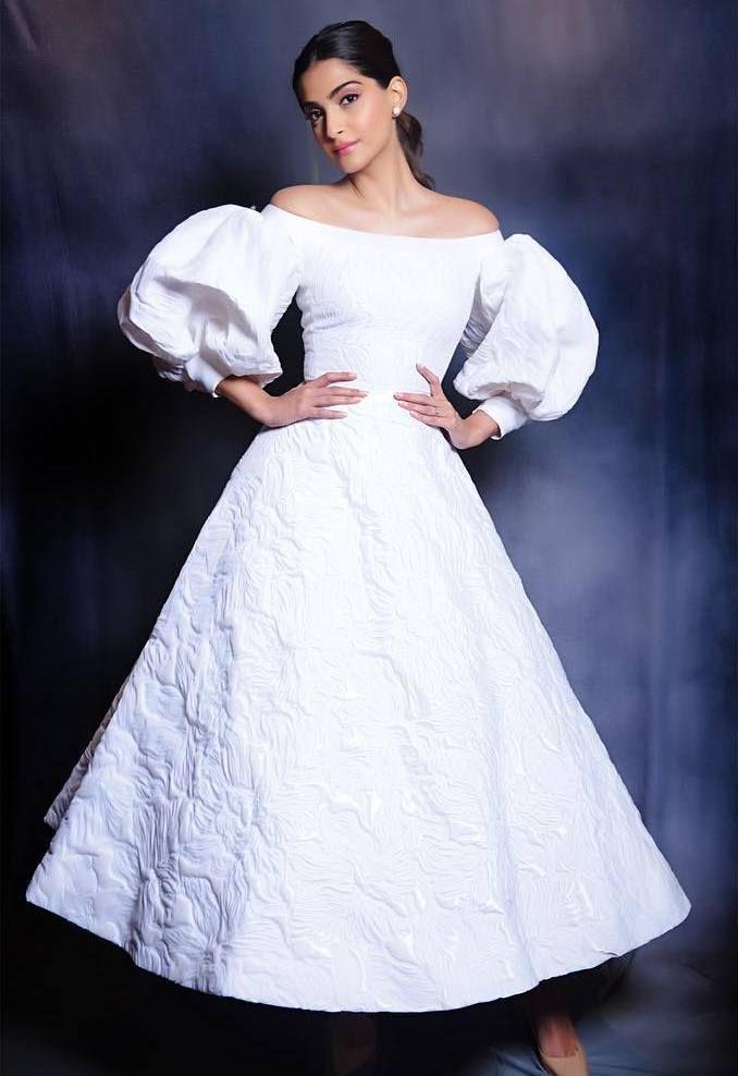 Sonam Kapoor At Veere Di Wedding Trailer Unveiling  Indian Girls Villa - Celebs Beauty, Fashion -9247