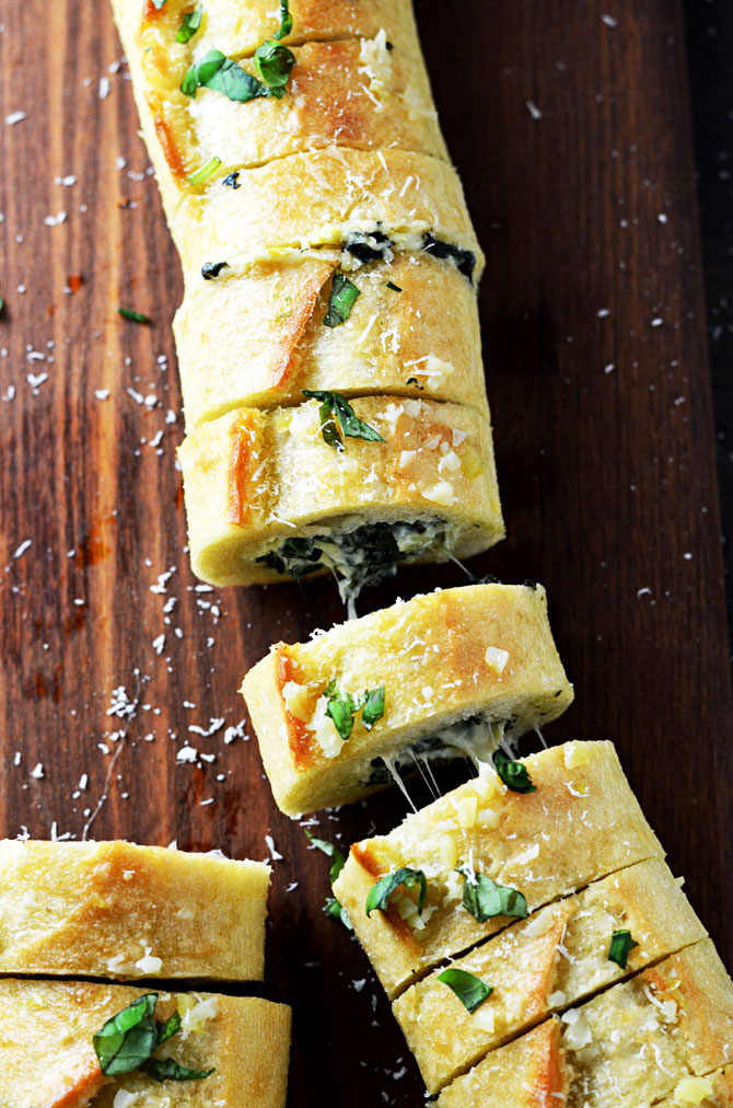 SPINACH AND ARTICHOKE DIP STUFFED GARLIC BREAD RECIPE