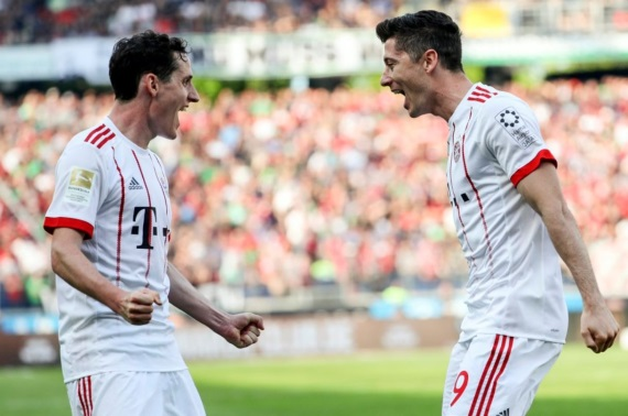 Sebastian Rudy and Robert Lewandowski celebrating a goal