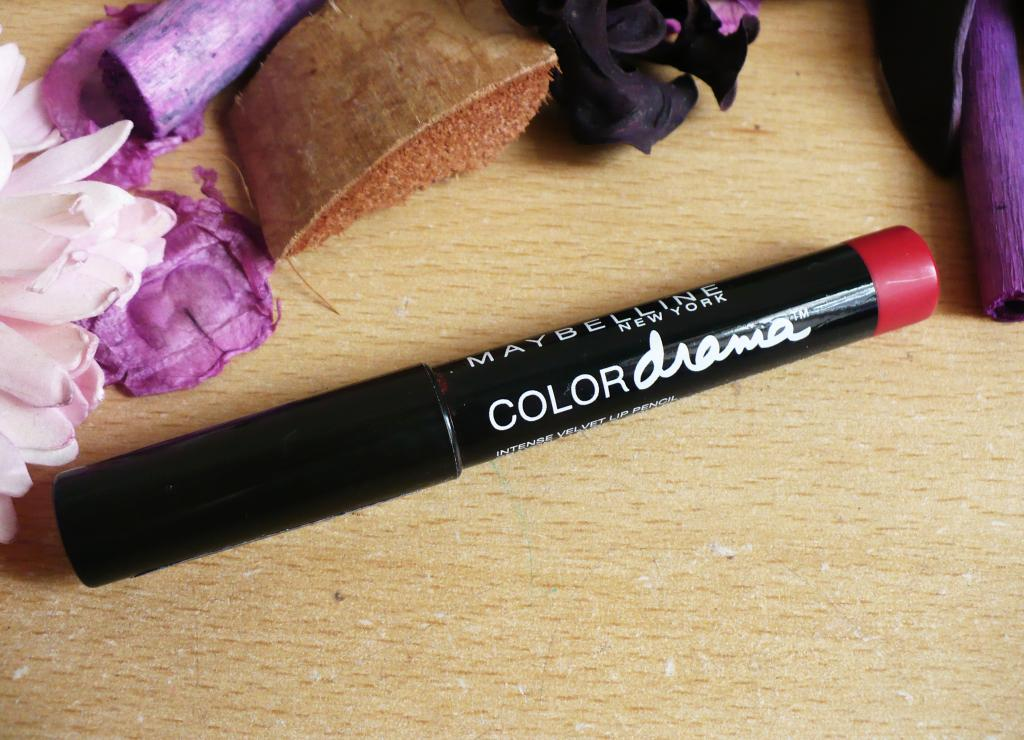 Maybelline Colour Drama Intense Velvet Lip Pencil in Red Essential