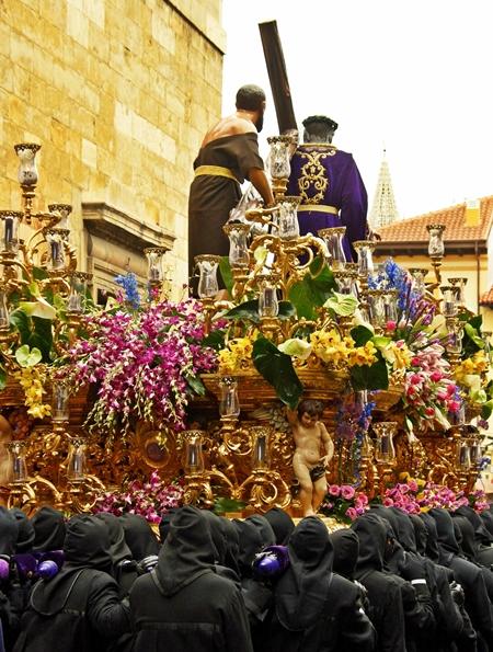 Paso de Nuestro Padre Jesús Nazareno. Cofradía del Dulce Nombe de Jesús Nazareno. León. Foto A. Márquez.