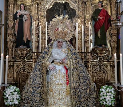 Virgen de Loreto Titular de la Hermandad de San Isidoro de Sevilla en altar durante su besamanos
