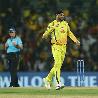 Harbhajan Singh IPL mein sabse adhik caught and bowled out Karne Wale gendbaj bane