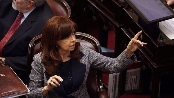 CFK llama a defender la universidad y salud pública en Argentina