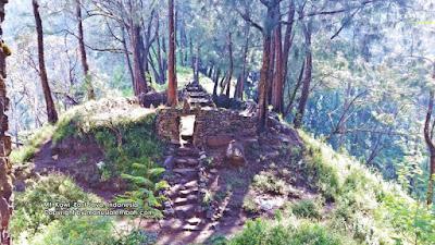 Puncak Gunung Kawi