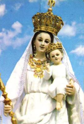Foto de la Virgen de la Nube cargando al niño Jesús