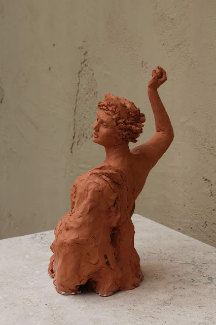 sculpture, contemporary, art, arte, escultura, terracotta, woman, Sarah, Myers, statue, figurative, modern, ultra-contemporary, movement, red, clay, earthenware, ceramics, apple, fruit, discord, Eris, half-length, realistic, artist, myth, Greek, legend, kunst, skulptur, vitality, motion, back, movement, throwing, toss, hurl, graceful, angle, view