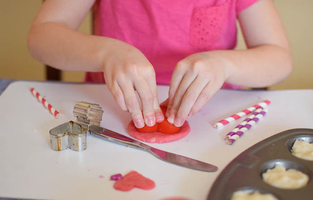 Valentine's Day Play Dough Tray- add some simple props and accessories to soft, squishy play dough in Valentine's Day colors. What an easy way to keep toddlers, preschoolers, kindergartners, or elementary kids busy!