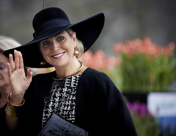 Queen Maxima of The Netherlands arrives to attend the award ceremony for the Tuinbouw Ondernemersprijs 2016 (Agriculture Entrepreneur Prize) at the Keukenhof flower show on January 6, 2016 in Lisse