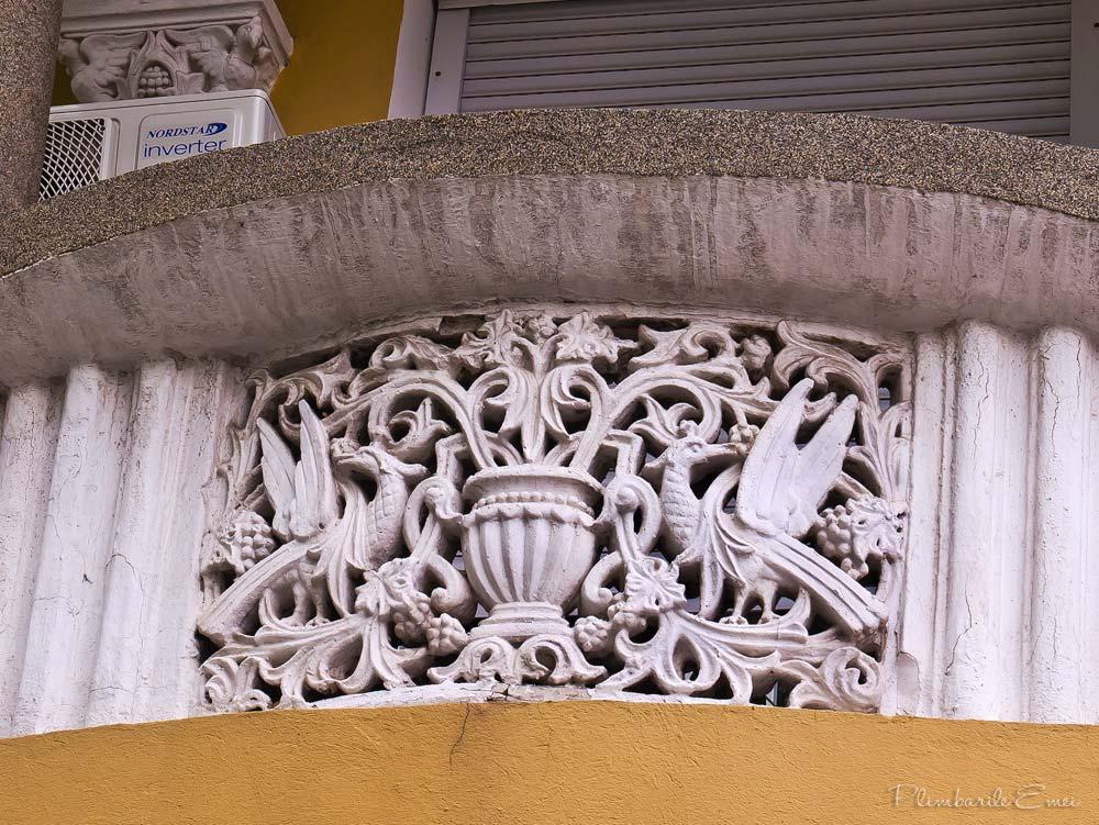 Bucuresti arhitectura Domenii balcon neoromanesc detaliu decorativ