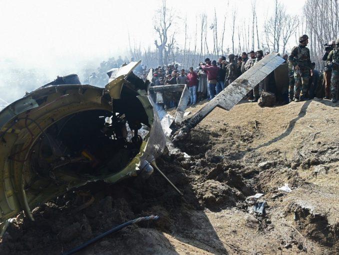 India anuncia haber derribado un avión de combate pakistaní y perdido una aeronave propia