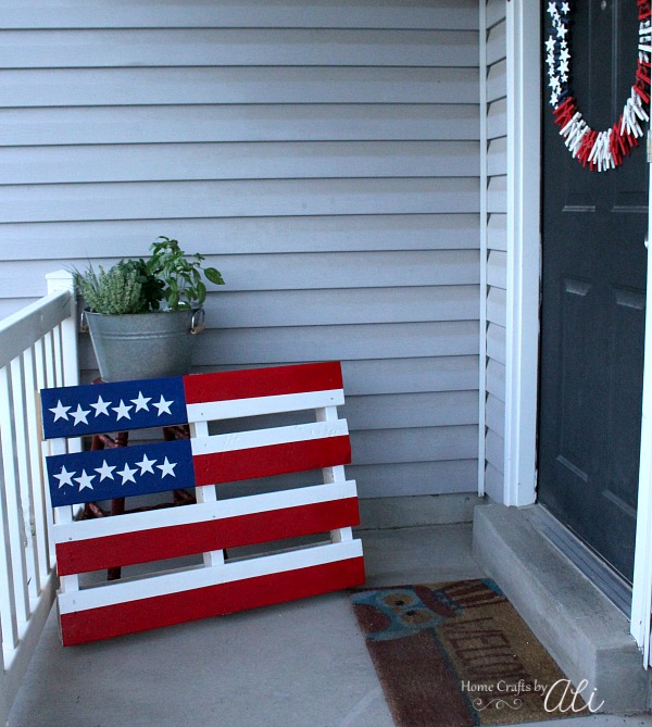 Wood American Flag Pallet on porch display