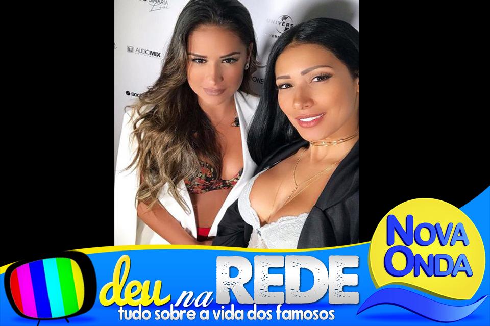 14aa691091 Simone e Simaria fazem selfie exibindo os decotes fartos antes de show