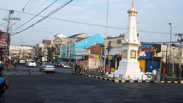 Kumpul di Tugu, foto bareng, berdoa, dan berangkat sepedaan