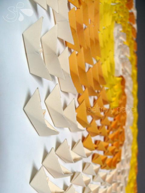 detalle cuadro con barquitos de papel