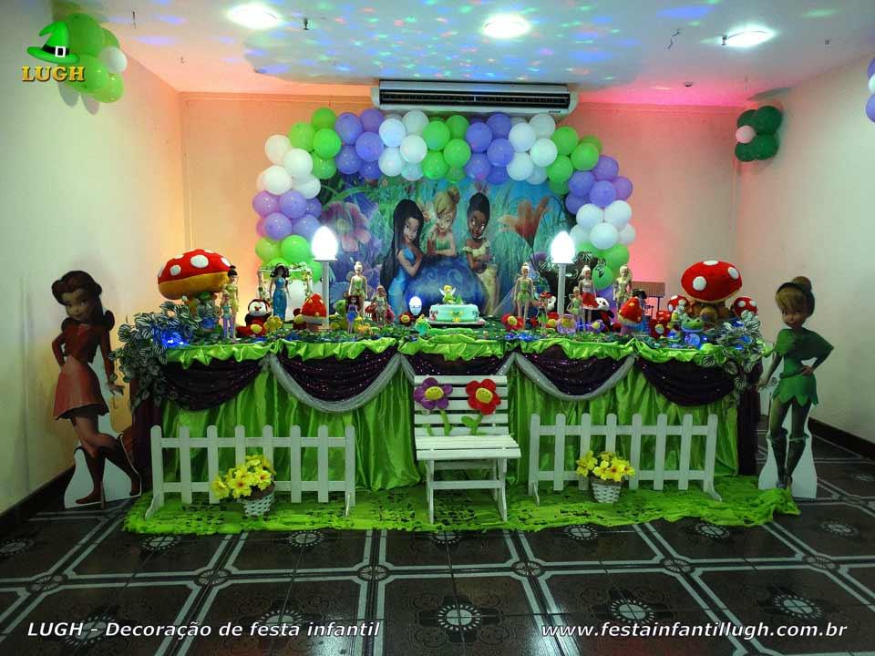 Decoração festa de aniversário - Decoração temática Tinker Bell em mesa tradicional de tecido em cetim