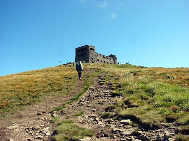 Вершина Попа Ивана с заброшенной обсерваторией