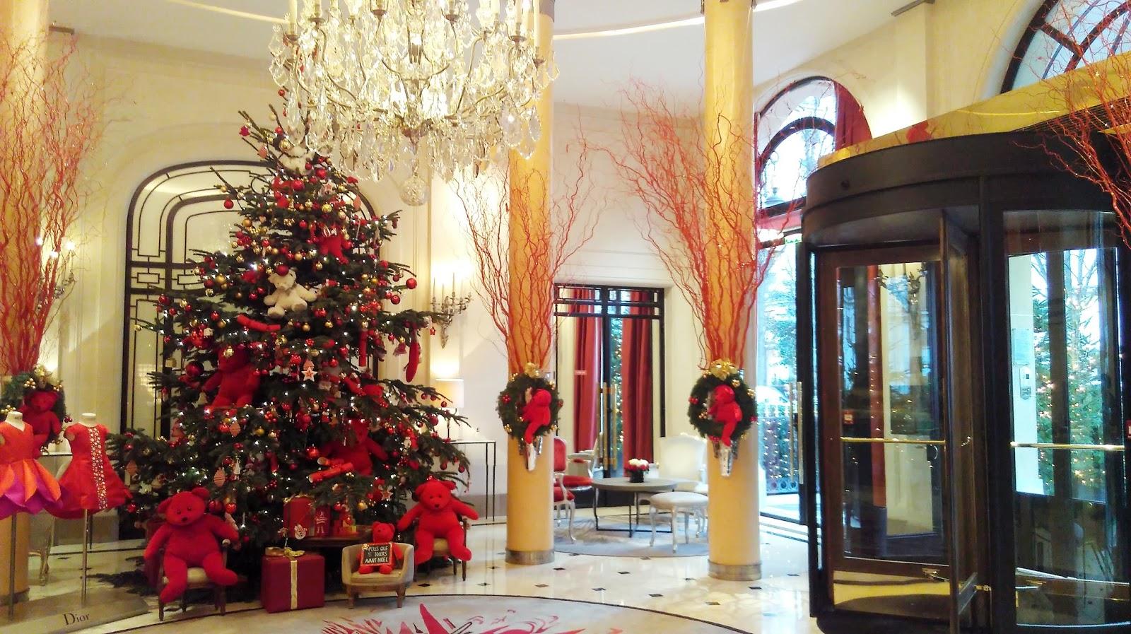 my christmas at the h tel plaza ath n e paris the parisian eye. Black Bedroom Furniture Sets. Home Design Ideas