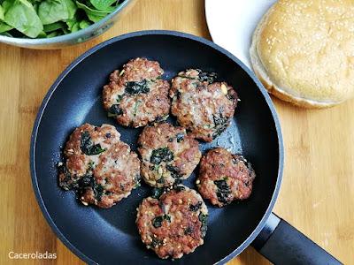 Hamburguesas de carne y espinacas