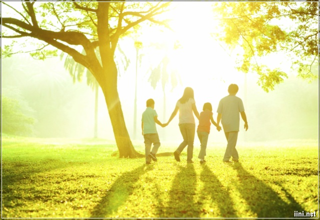 gia đình hạnh phúc bên nhau
