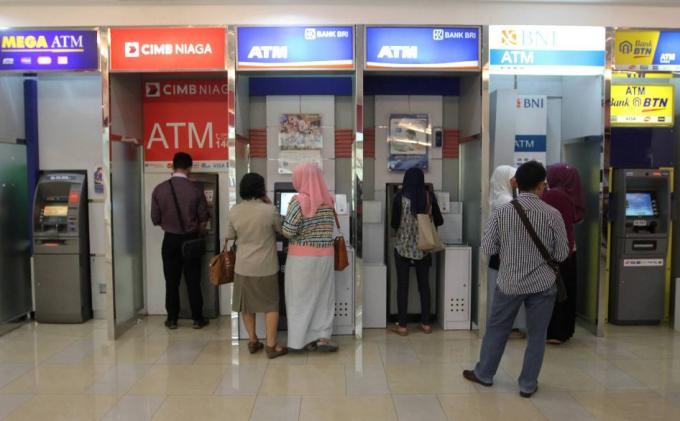 Transaksi Pembayaran Tiket melalui Mesin ATM Center Terdekat