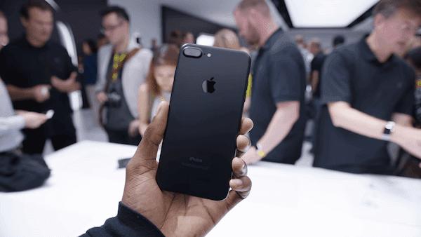 يأتي جهاز ايفون 7 بألوان أكثر من ايفون X